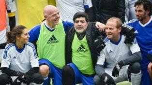 La inesperada broma que Van Basten le jugó a Maradona y que sorprendió a todos