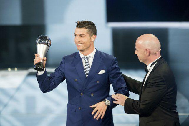 Cristiano Ronaldo celebró efusivamente haber sido elegido como el primer The Best que entrega la Fifa.