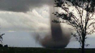 El tornado se formó en un campo ubicado a unos 9 kilómetros de la ciudad puntana de Tilisarao.