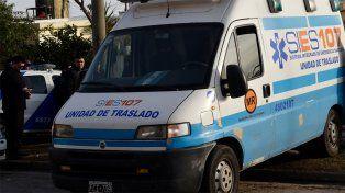 Una ambulancia del Sies atendió al taxista, que falleció de un paro cardiorrespiratorio.