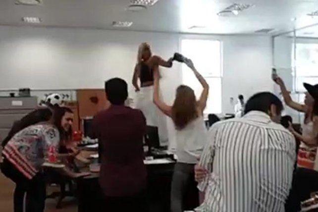 Una captura del video que se difundió y que le hizo perder el trabajo a una funcionaria.