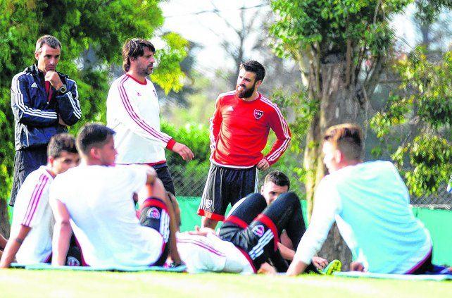 Ya es uno más. José San Román firmó apenas llegó y por la tarde se puso la pilcha rojinegra de entrenamiento y compartió la práctica con sus nuevos compañeros.