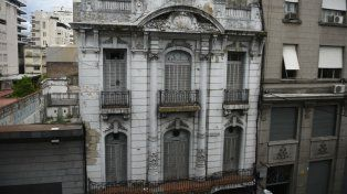 En riesgo. El petit hotel de Corrientes 728 fue construido en 1910.