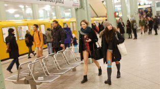 Se animaron a ir en ropa interior en el subte para celebrar el Día Mundial Sin Pantalones