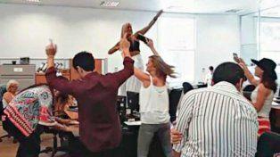El video de la funcionaria bailando en una mesa en la exEsma fue difundido por las redes sociales.