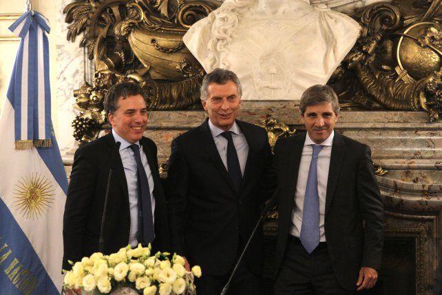 Macri puso en funciones a los ministros Nicolás Dujovne y Luis Caputo.