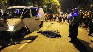 El vehículo que trasladaba a los hinchas fue atacado a tiros por dos hombres que se trasladaban en un moto.