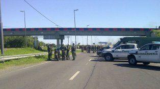 El acceso a Rosario está cortado por los manifestantes.