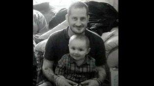 Un padre soltero supo que moriría y pasó sus últimas horas buscando una familia para su hijo