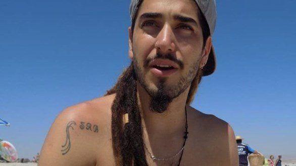 Rodrigo tiene 22 años y la familia confía en que aparezca porque es surfista y nada muy bien.
