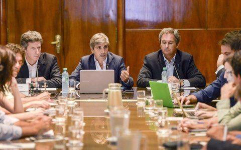 Objetivo Deuda. El ministro de Finanzas explicó las necesidades y la estrategia de financiamiento para 2017.