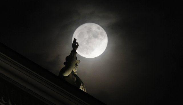 La mágicas imágenes de la Luna llena alrededor del mundo