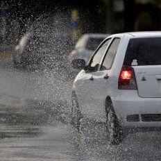 Rige un alerta meteorológico y las lluvias continuarán a lo largo de todo el domingo