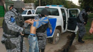 Allanamientos. En marzo de 2016 hubo 25 allanamientos en el territorio de Los cuatreros y ocho detenidos.