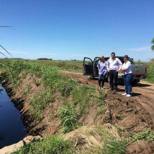 In situ. Cesira Arcando, con funcionarios, en zonas afectadas.