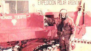 Hazaña. En la expedición (1965) que plantó la bandera argentina.
