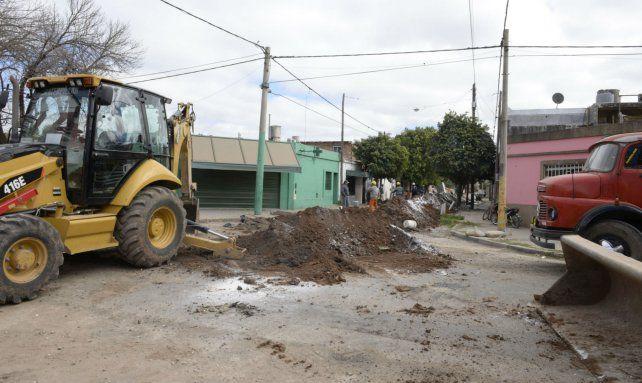 Trabajos. La Municipalidad busca cerrar la actual gestión con cloacas en toda la ciudad.