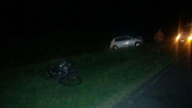La moto y el auto que participaron de choque.