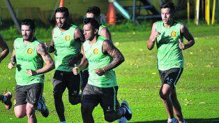 Al frente. Montoya encabeza un trote en Arroyo Seco. El sábado no hizo fútbol.