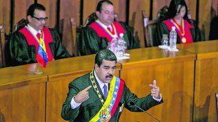 Escenario. Maduro da cuenta de su gestión ante los jueces supremos