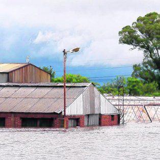 Diluvio. Una fábrica quedó bajo el agua en la zona de Arroyo Seco.