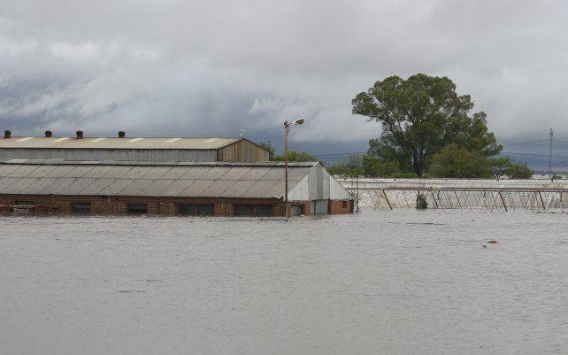 El Arroyo Pavón desbordó a la altura de Arroyo Seco.
