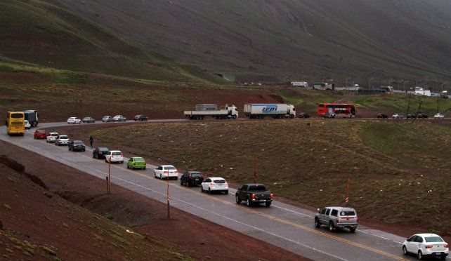 Las colas en la frontera con Chile son una constante.
