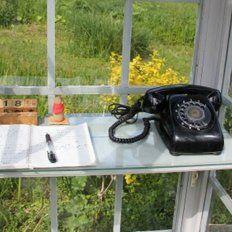 El singular teléfono, ubicado en Otsuchi, una de las localidades japonesas más castigadas por el tsunami de 2012.