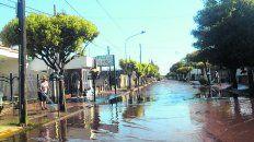 con secadores. En Chabás, la gente seguía sacando agua.