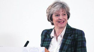 confianza. La primera ministra británica destacó que lograr una política inmigratoria propia es su objetivo.