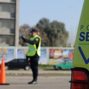 La mujer policía trabaja en el destacamento de la Policía de Seguridad Vial en La Carolina.