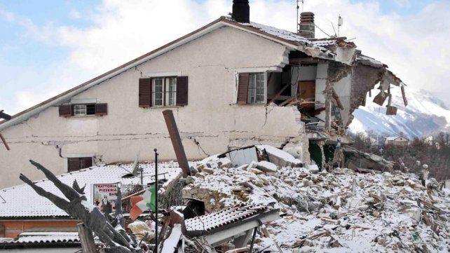 Escombros y nieve por el terremoto cerca de Amatrice.