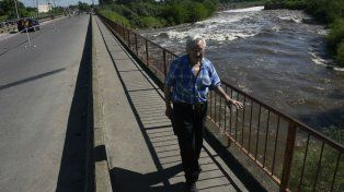El tránsito quedó restringido esta mañana en el puente Ayacucho.