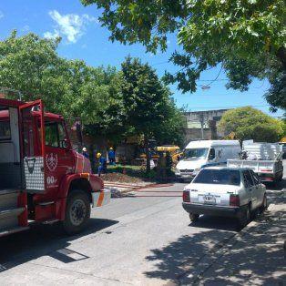 Por el trabajo de una retroexcavadora se rompió un caño de gas. Luego, personal de Litoral Gas arregló la avería.