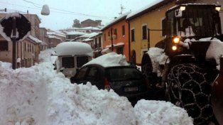 montereale. Los sismos sacudieron esta ciudad del centro de Italia sepultada además por tormentas de nieve.