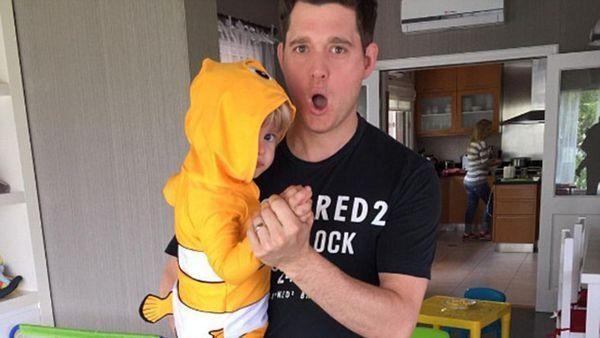 Michael Bublé presentó su primer video después de la operación de su hijo Noah