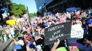 reclamo repetido. Una multitud participó del acto en Plaza de Mayo.