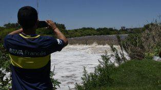 El arroyo Saladillo presenta un importante caudal y hay temor de que se produzcan desmoronamientos.
