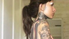 El cuerpo de la hija de Tinelli está cubierto de tatuajes.