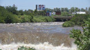 Buscan a un joven que desapareció en el arroyo Saladillo a la altura del Parque Sur