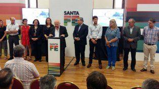 El gobernador, sus ministros y la intendenta Mónica Fein durante la presentación del Plan Abre Vida.