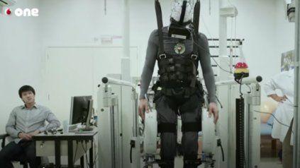 El exitoso ingeniero que trabaja para hacer andar a personas parapléjicas
