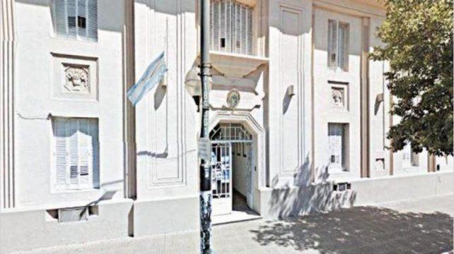 Hallaron muerto en la cárcel a uno de los excomisarios detenidos por los sobres con dinero en La Plata