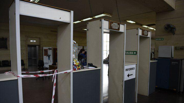 El ingreso al edificio de tribunales quedó restringido tras el derrumbe de ayer