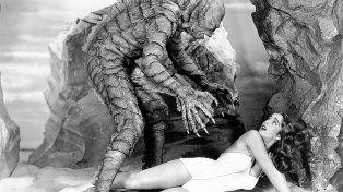 Julia Adams en una recordada escena de El monstruo de la laguna negra (Jack Arnold