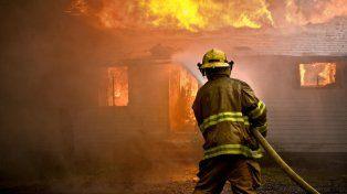 La rápida intervención de los bomberos evitó que la situación pasara a mayores. (Foto de archivo)