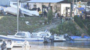 Rescate. El cuerpo fue sacado del agua a la altura de una guardería náutica.