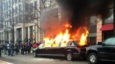 Violencia. Una limusina fue incendiada en Washington, a pocas cuadras de la Casa Blanca.