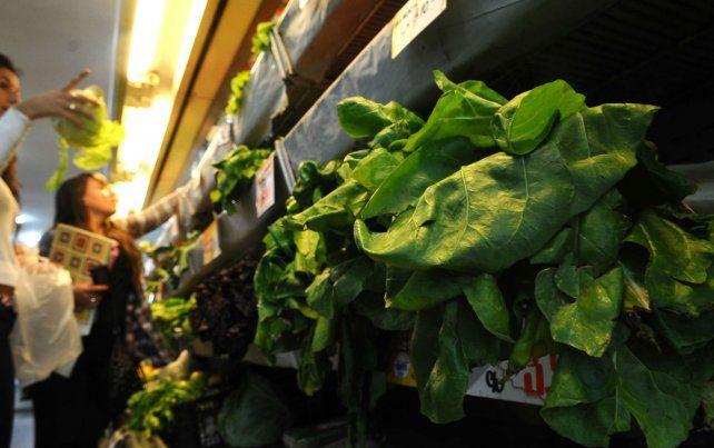 Sube y baja. Los precios de verduras y frutas tienen fuerte influencia estacional. El clima también juega.
