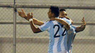 En la agonía. Lautaro Martínez festeja el gol que le dio el empate a la selección nacional.